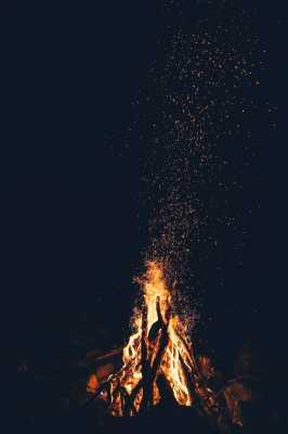 Burning the Bones: Bonfires at Midsummer
