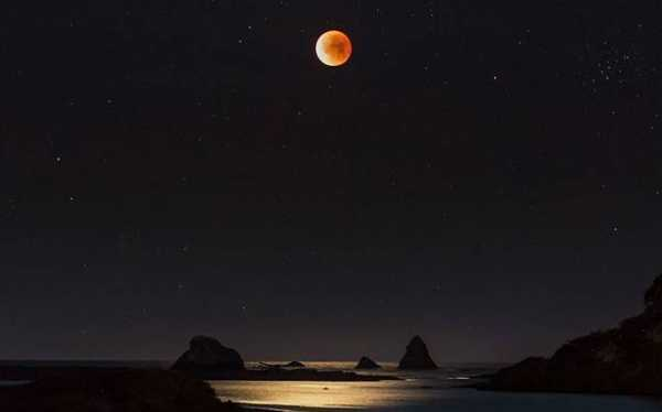 Contemplating a Red Moon