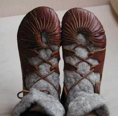 Pagan Ms. Manners: Does Skyclad Mean Barefoot Too?